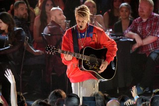 iHeartRadio Music Awards 2016: Watch Performances By Justin Bieber, Zayn & More