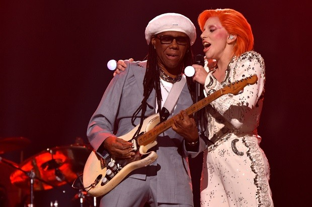 lady-gaga-nile-rodgers-david-bowie-tribute-grammys-2016-620