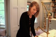 Taylor Swift Is Just Like Us, Has A House That She Lives In