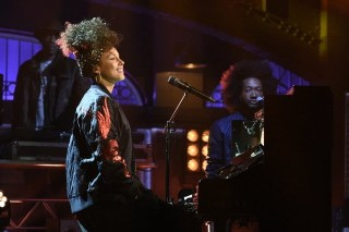 """Alicia Keys Performs """"In Common"""" & """"Hallelujah"""" On 'Saturday Night Live': Watch"""
