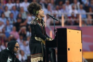 """Alicia Keys Performs """"In Common"""" At UEFA Champions League Final: Watch"""