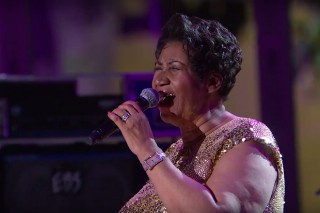 """Aretha Franklin Covers Prince's """"Purple Rain"""" At The White House: Watch"""
