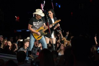 "Brad Paisley & Demi Lovato Perform ""Without A Fight"" Live For First Time: Watch"