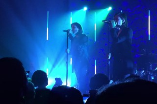 "Tegan And Sara Debut ""Stop Desire"" And ""100x"" At L.A. Show: Watch"