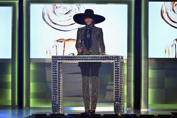 beyonce cfda fashion icon award 2016