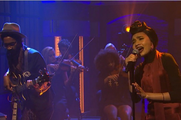 Yuna-seth-meyers-performance
