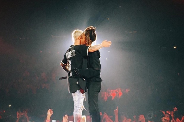 "Justin Bieber Performs ""Never Say Never"" With Jaden Smith ..."