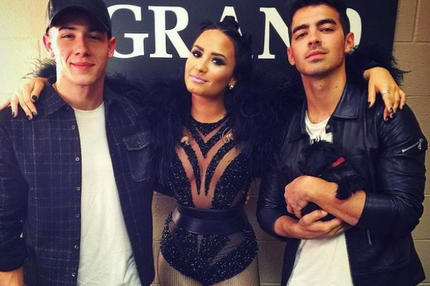 nick-jonas-joe-jonas-demi-lovato