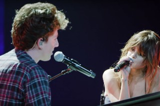 "Selena Gomez And Charlie Puth Perform ""We Don't Talk Anymore"" For The First Time Ever: Watch"