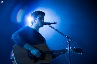 """Shawn Mendes Debuts New Song """"Hold On"""" Live: Watch"""
