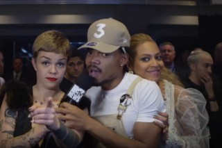 This Is What Happens When Beyoncé Crashes Your VMAs Interview Backstage