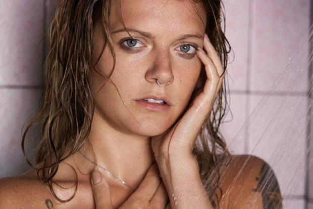 tove-lo-topless-photo-nude-boobs-breasts