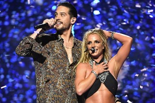 "Britney Spears Brings Out G-Eazy For ""Make Me (Ooh)"" at iHeartRadio Music Festival: Watch"