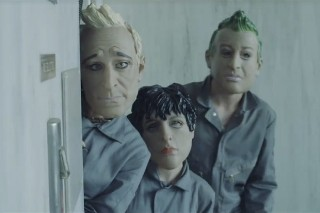 """Green Day Stage A Robbery In """"Bang Bang"""" Video…Or Do They? (Watch)"""