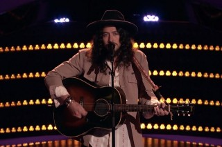 """'The Voice': Josh Halverson Makes Team Alicia Keys With """"Forever Young"""" Audition"""