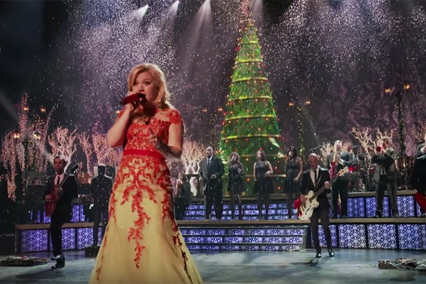 kelly-clarkson-christmas-tree