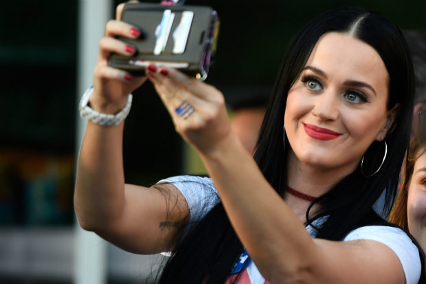 katy-perry-nasty-woman-vote-2016-selfie