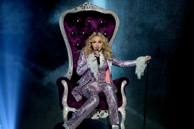 madonna-throne-billboard-music-awards-2016