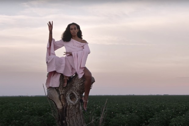 solange-cranes-in-the-sky-video