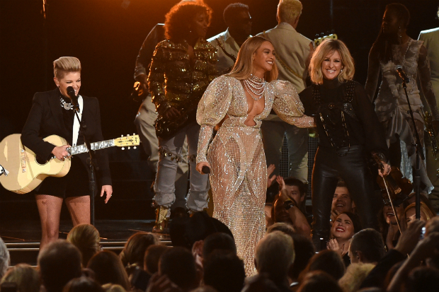 beyonce-dixie-chicks-cma-country-music-awards-2016