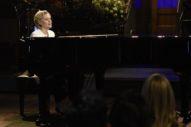 "Kate McKinnon Performs ""Hallelujah"" As Hillary Clinton On 'SNL': Watch"