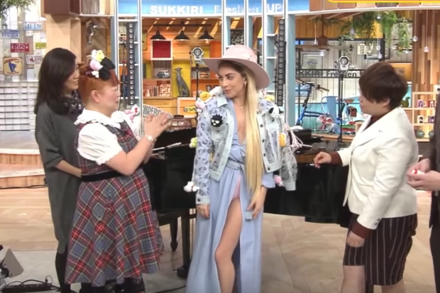 lady-gaga-japanese-show