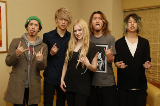 """Avril Lavigne Teams Up With Japanese Band ONE OK ROCK For """"Listen"""""""