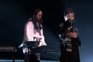 """Louis Tomlinson And Steve Aoki Bring """"Just Hold On"""" To The 'Tonight Show': Watch"""