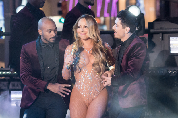 mariah-carey-anthony-burrell-new-years-eve-dick-clark-performance