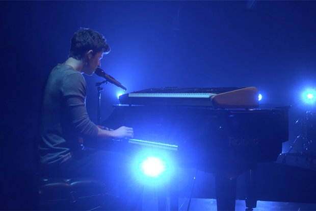 Shawn Mendes Performs Mercy On 39 The Ellen Show 39 Idolator