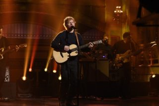 """Ed Sheeran Performs """"Shape Of You"""" & """"Castle On The Hill"""" On 'SNL': Watch"""