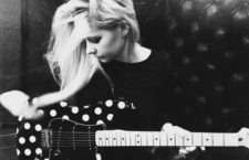 Avril Lavigne Signs A New Record Deal With BMG