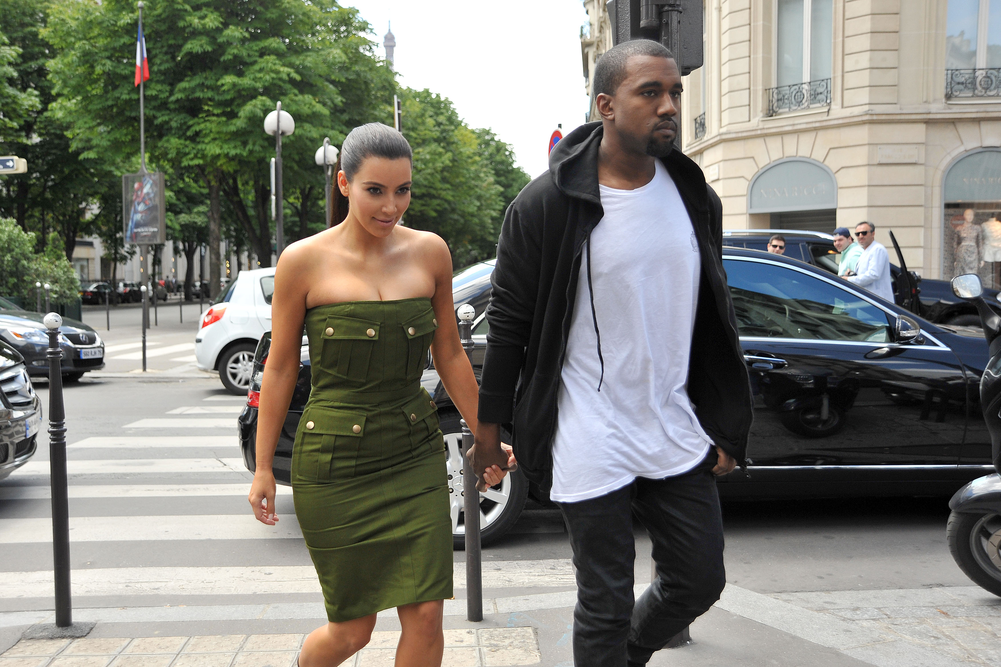 who is kim kardashian dating right now She was rumoured to be dating justin bieber at one point and was linked to diddy's son, quincy brown.